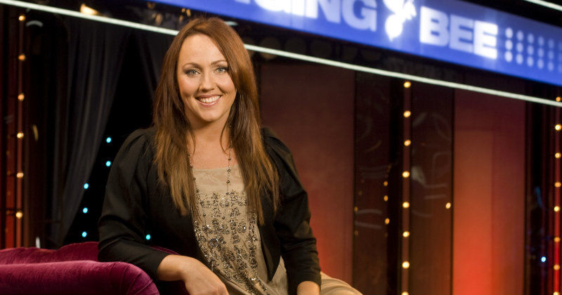 "Hanna Hedlund i musikleken ""Singing Bee"" i TV3 Play"