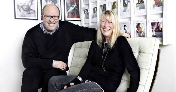 Carole White och Chris Owen i serien Modellagenturen i SVT Play