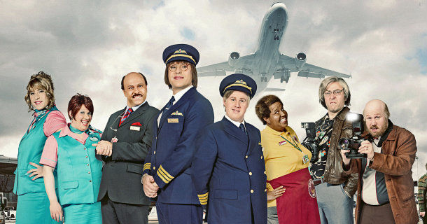 "Medverkande i komediserien ""Come Fly with Me"" i TV4 Play"
