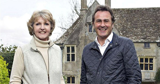 "Penelope Keith and Paul Martin i ""The Manor Reborn"" i TV8 Play"