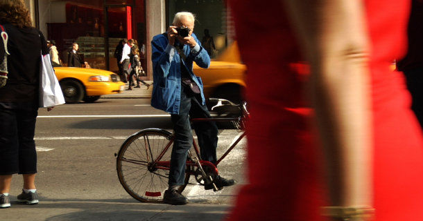 "Bill Cunningham i dokumentären ""Bill Cunningham New York"" i SVT Play"