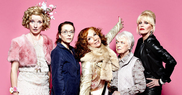 "L-R Bubble (JANE HORROCKS), Saffy (JULIA SAWALHA), Edina (JENNIFER SAUNDERS), Mother (JUNE WHITFIELD), Patsy (JOANNA LUMLEY) i ""Helt hysteriskt 20 år"" i SVT Play"