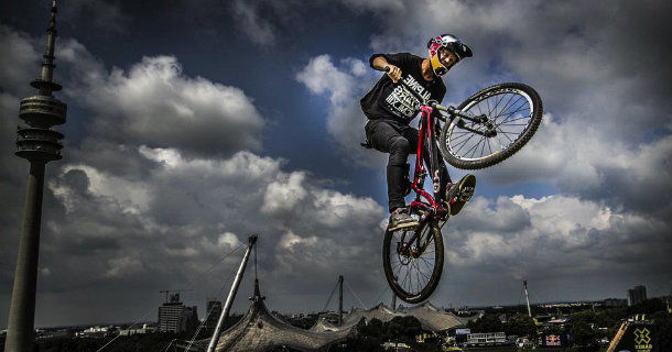 "Mountainbikecyklist i ""Mountainbike Big Air LIVE"" i SVT Play"