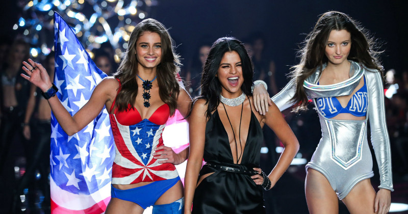 "Underklädesmodeller i ""Victoria's Secret Fashion Show 2015"" i TV3 Play"