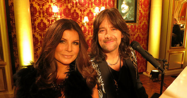"Carola Häggqvist och Robert Wells i ""Robert Wells: 25 år med Rhapsody in Rock"" i TV4 Play"