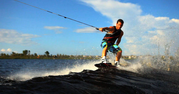 "Wakeboardåkning i realityserien ""Wake Brothers"" i TV3 Play"