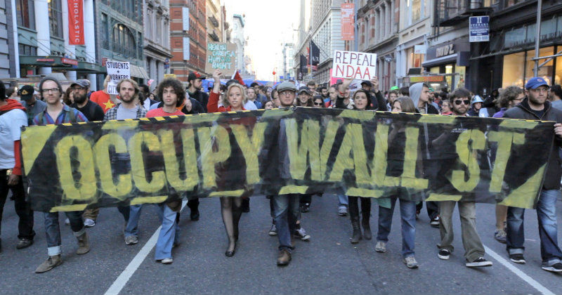 "Demonstranter i ""Occupy - protesterna på Wall Street"" i UR Play"