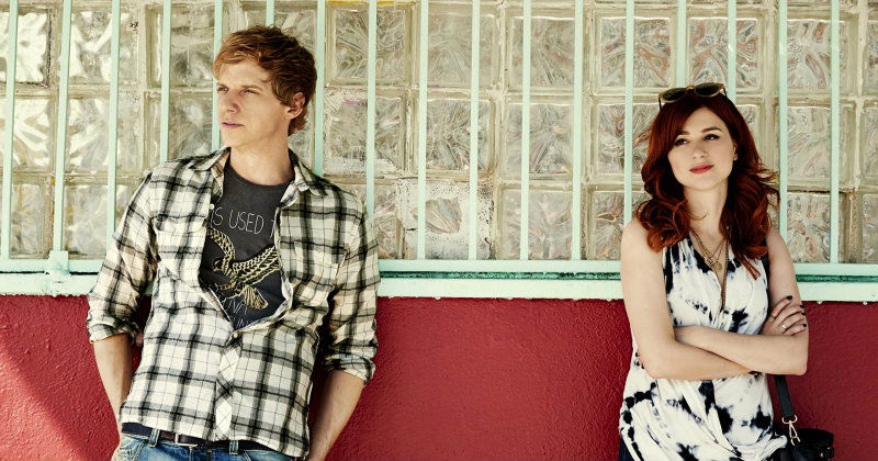 "Chris Geere och Aya Cash i dramaserien ""You're the Worst"" i TV3 Play"