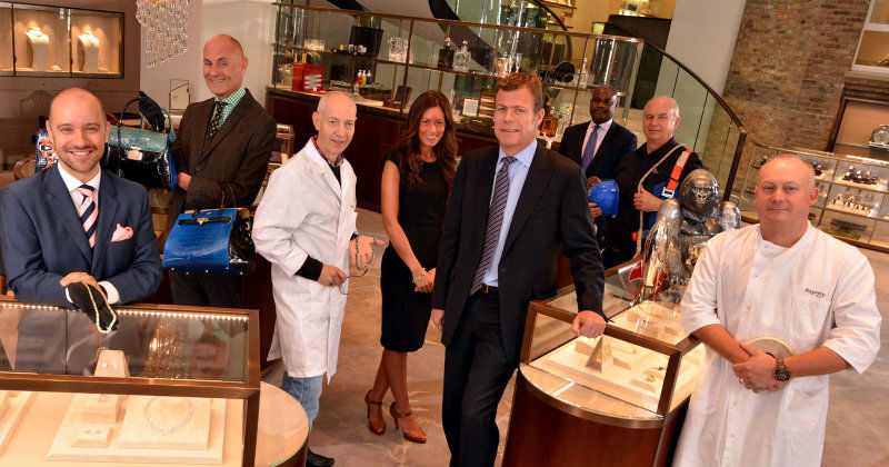 "Medverkande i dokumentären ""Inside Asprey: Luxury by Royal Appointment"" i TV8 Play"