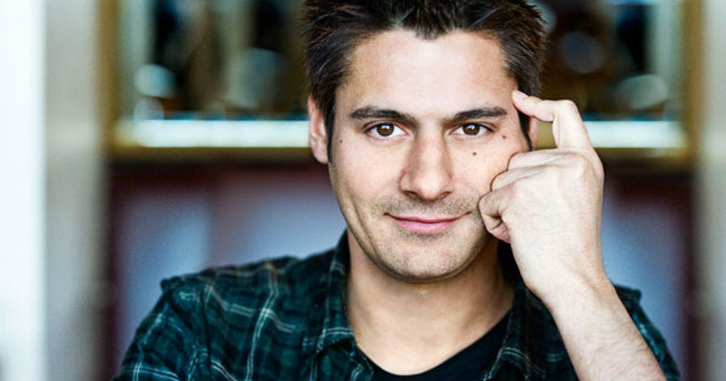 "Danny Bhoy i humorshowen ""Danny Bhoy: Subject to Change"" i TV4 Play"