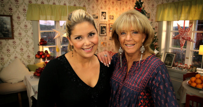 "Leila Lindholm med Lill-Babs i ""Leilas Home Delivery jul"" i TV4 Play"
