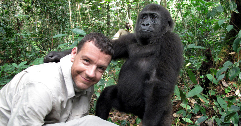 "Mathieu Vidare och gorilla i naturserien ""Walking on Earth"" i TV10 Play"