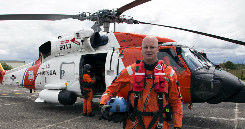 "Räddningsman i serien ""Coast Guard Pacific Northwest"" i TV10 Play"