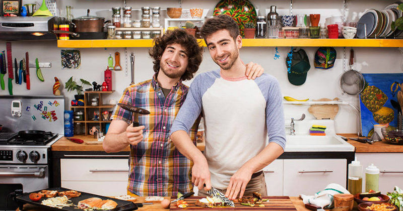 "Bröderna Josh och Mike i ""Brothers Green: EATS!"" i TV10 Play"