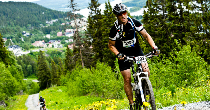 Mountainbikecyklist i Åre Extreme Challenge i TV4 Play
