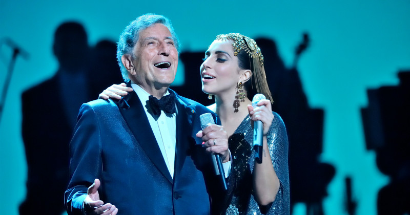 Tony Bennett och Lady Gaga i scenshowen Cheek to cheek i SVT Play