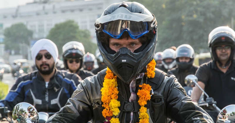 "Guy Martin på motorcykel i dokumentärserien ""Our Guy in India"" i SVT Play"