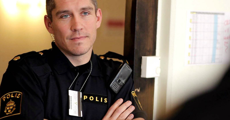 "Polisman i serien ""112 - poliser"" i TV4 Play"