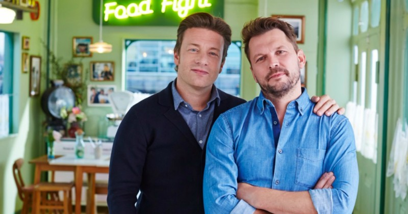 "Jamie Oliver och Jimmie i ""Jamie & Jimmie´s Food Fight Club"" i TV8 Play"