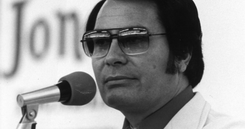 "Jim Jones i ""Jonestown: Självmordssekten"" på SVT Play streaming"